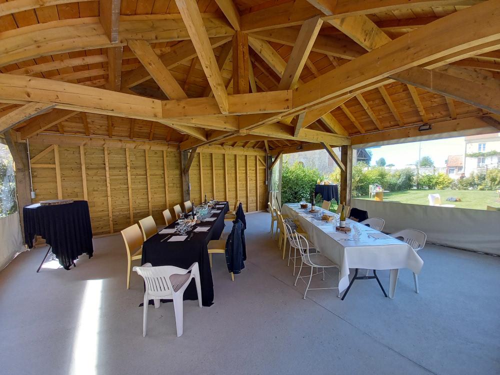 Repas-terrasse-couverte-réunion-professionnelle-la-croisee-des-possibles