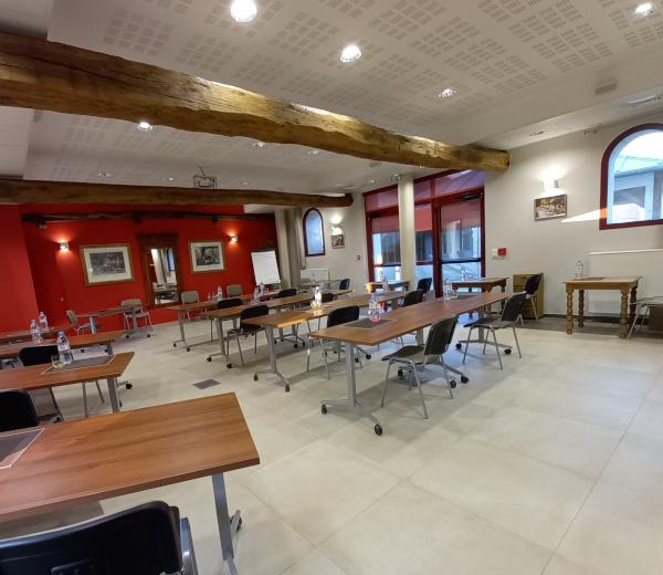 Salle-reunion-formation-classe-la-croisee-des-possibles