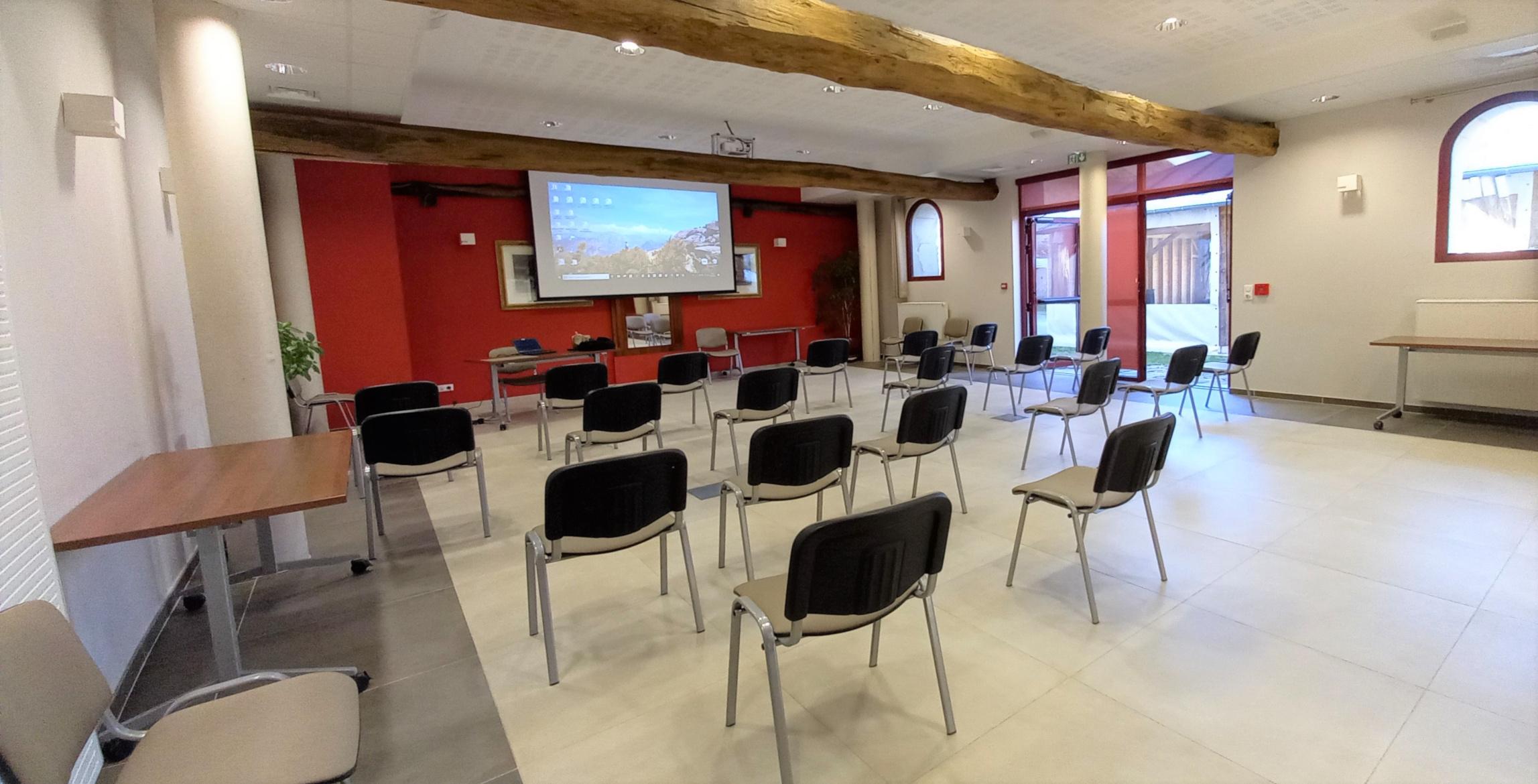 salle-reunion-formation-exterieurs-PMR-oise-lacroiseedespossibles
